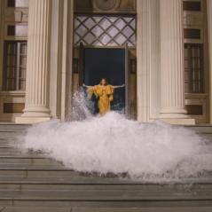 """Beyoncé libera clipe de """"Hold Up"""" no Youtube em comemoração ao seu aniversário. Assista!"""