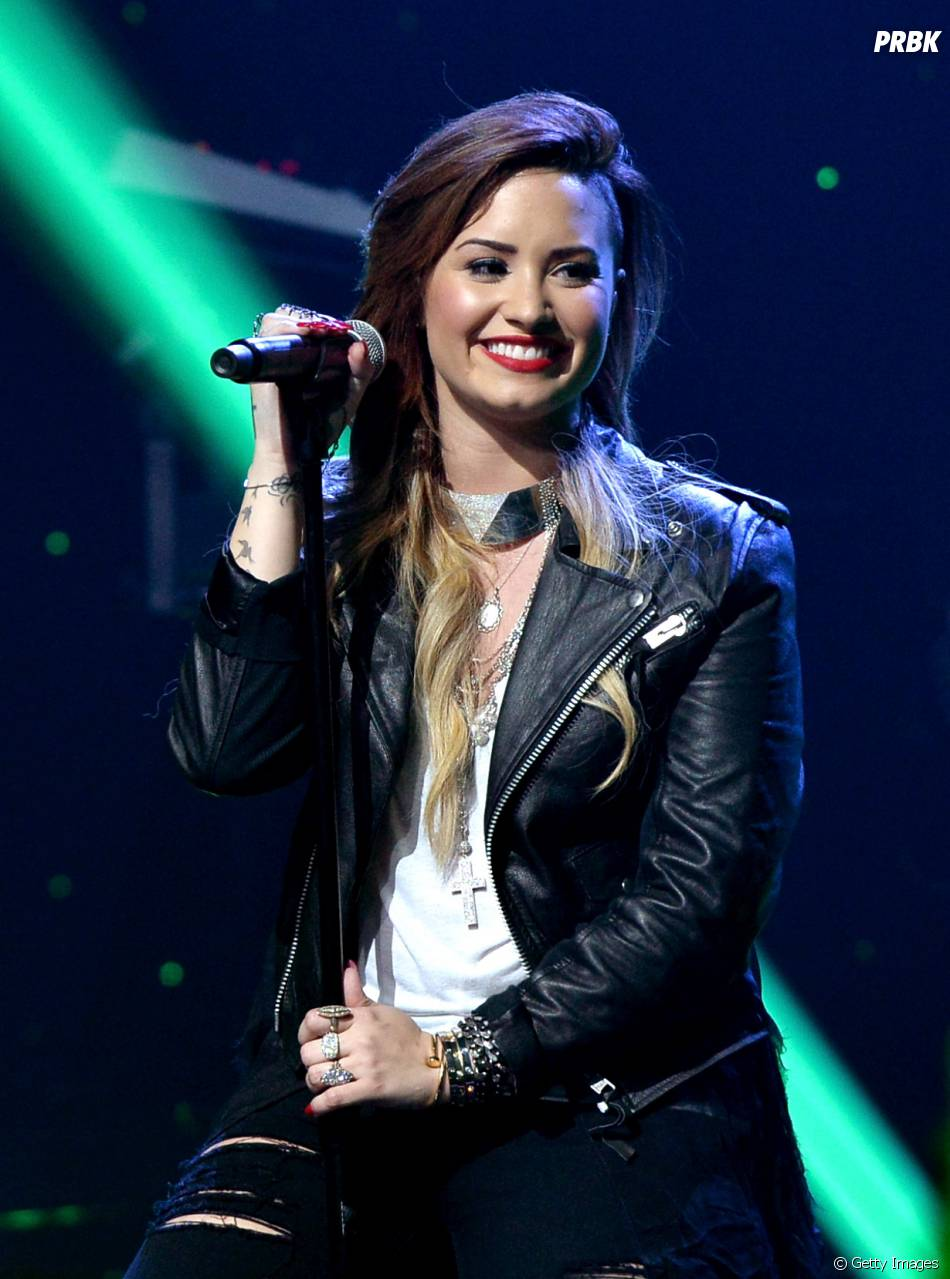 A cantora Demi Lovato explica que vem ao Brasil no sábado, 20.