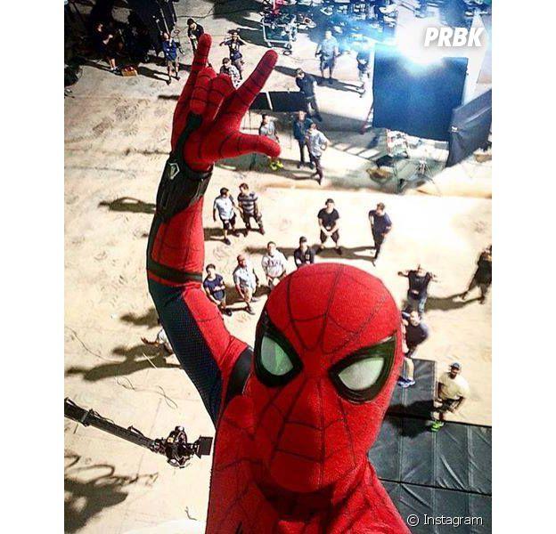 """No """"Homem-Aranha"""", Tom Holland, que vive Peter Parker, recebeu elogios do companheiro de Marvel Chadwick Boseman, o Pantera Negra"""
