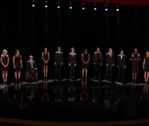 """""""Seasons of Love"""" do musical """"Rent"""", abriu o episódio em homenagem à Cory Monteith de """"Glee""""!"""