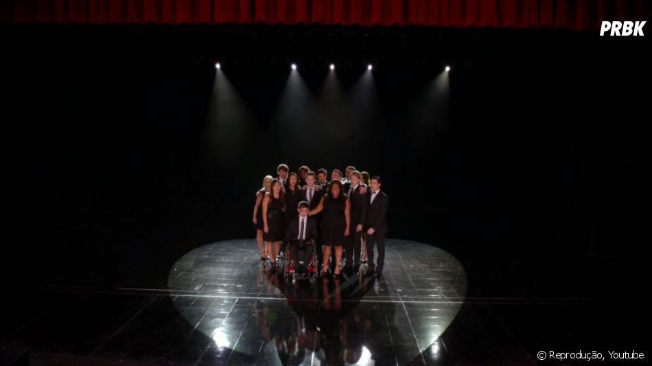 """Em """"Glee"""", o elenco ficou de luto no episódio em homenagem à Cory Monteith"""