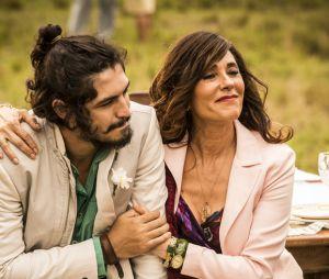 """Novela """"Velho Chico"""": Miguel (Gabriel Leone) se emociona com presença de Iolanda (Christiane Torloni)"""