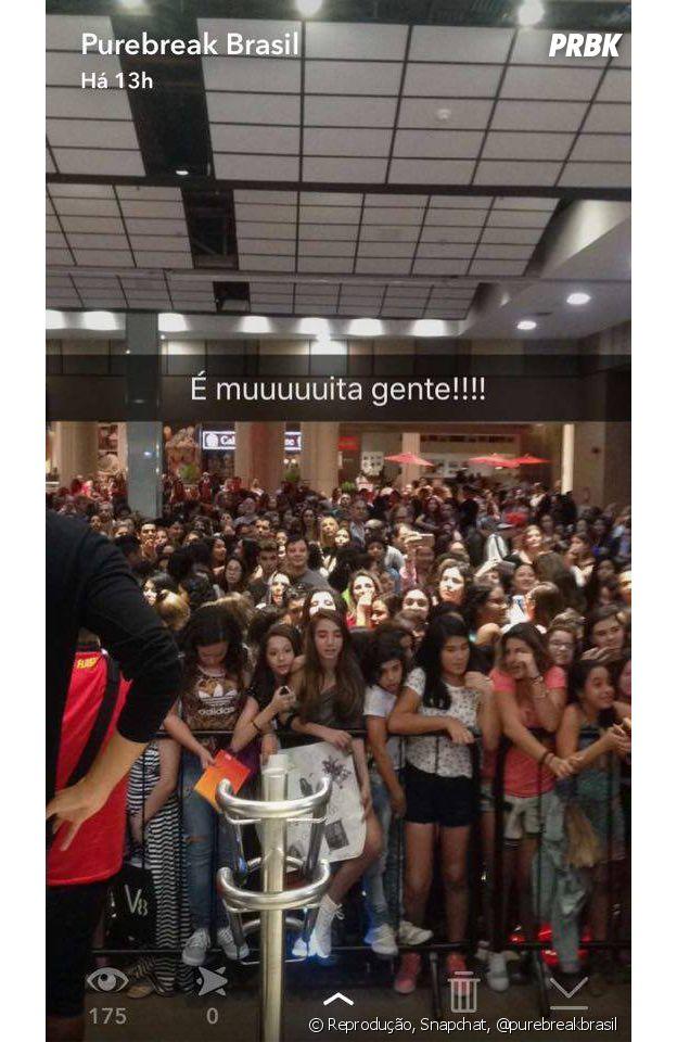 """Multidão de fãs da Kéfera lotam shopping carioca durante pré-estreia do filme """"É Fada!"""""""