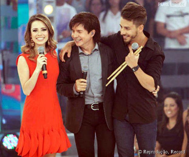 <p>Os cantores Sandy e Junior herdaram o talento vocal de Xororó e se tornaram cantores, assim como o pai</p>