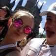 Larissa Manoela está em Orlando, na Flórida, com João Guilherme Ávila