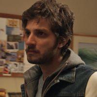 """Novela """"A Lei do Amor"""": Pedro (Chay Suede) briga com família e vai embora do país!"""