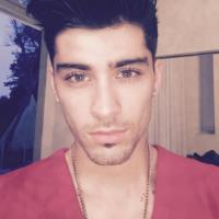 """Zayn Malik fala sobre sexo, One Direction e o hit """"Pillowtalk"""" em trecho inédito do seu livro!"""