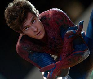 """De """"O Espetacular Homem-Aranha"""", Andrew Garfield volta a aparecer vestido como o herói em programa de TV!"""
