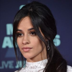 Camila Cabello, do Fifth Harmony, Bella Thorne e mais: 5 estrelas que votaram pela 1ª vez em 2016!