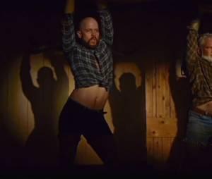 """Vários dançarinos surgem em """"We Exist"""" do Arcade Fire"""