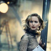 """Jennifer Lawrence posa sexy para revista e fala sobre encontro com fãs: """"Eu fico muito assustada!"""""""