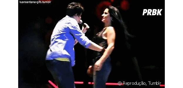 Luan Santana dançando com fã