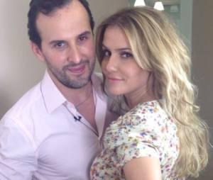 O hairstylist Marcos Proença deixou Deborah Secco loiríssima