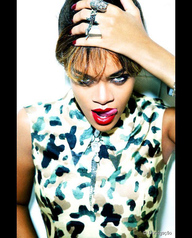 Rihanna é fã da língua para fora