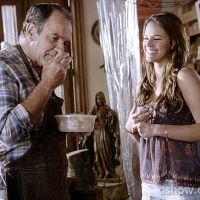 """Na novela """"Em Família"""": Luiza e Virgílio fazem as pazes depois de divórcio"""