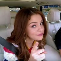 "Selena Gomez, Demi Lovato, Lady Gaga e mais cantam ""All I Want for Christmas"" no ""Carpool Karaoke"""
