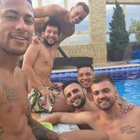 """Neymar exibe tanquinho em foto e shippers disparam: """"A Bruna Marquezine é mesmo sortuda!"""""""
