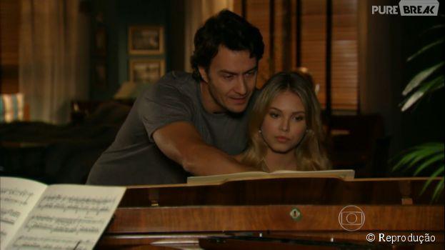 "Na novela ""Em Família"", Laerte (Gabriel Braga Nunes) vai se encantar por Lívia (Louise D'Tuani)"