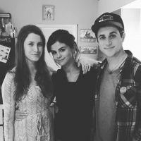 """Selena Gomez volta pro Instagram e aparece com ator de """"Os Feiticeiros de Waverly Place""""!"""