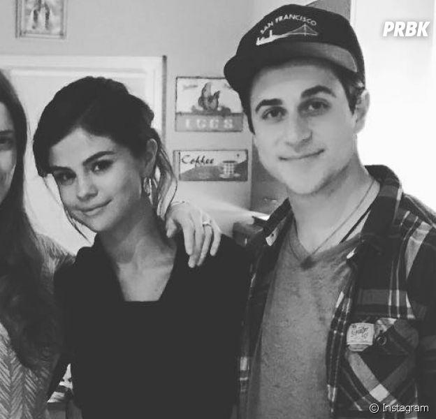 """Selena Gomez e David Henrie, de """"Os Feiticeiros de Waverly Place"""", aparecem juntos no Instagram da cantora"""