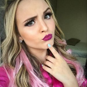 """Larissa Manoela é criticada por fãs e bloqueia comentários em seu Instagram: """"Cadê a humildade?"""""""