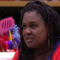"""No """"BBB17"""": Roberta tem crise de ciúmes durante festa e discute com Marcos!"""