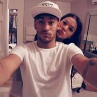 Bruna Marquezine e Neymar se beijam em meio a comemoração do aniversário do craque!