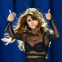 """Selena Gomez de clipe novo? Cantora pode estar gravando com diretor de """"Hands to Myself""""!"""