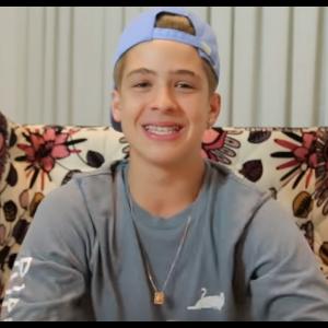 João Guilherme dá dicas para as fãs de como conquistá-lo em seu novo vídeo no Youtube!