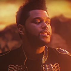 """The Weeknd, affair de Selena Gomez, lança clipe de """"I Feel It Coming"""", parceria com Daft Punk"""