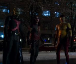 """Em """"The Flash"""" e """"Supergirl"""", Barry (Grant Gustin) e Kara (Melissa Benoist) lutam para sair de mundo paralelo!"""
