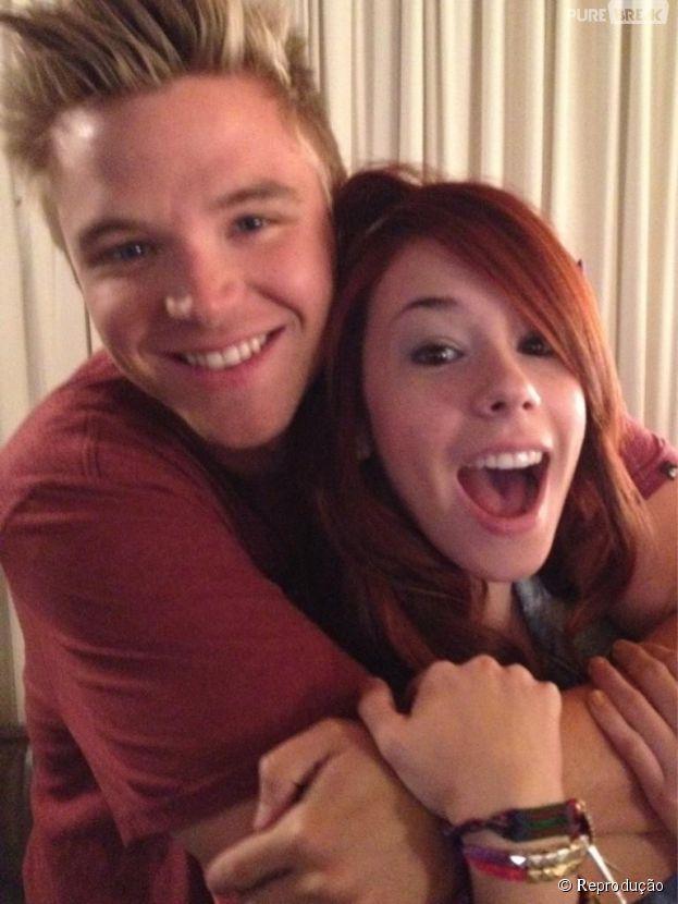 Será que Jake (Brett Davern) e Tamara (Jillian Rose Reed ...