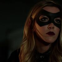 """Em """"Arrow"""": Katie Cassidy volta à série com papel regular na próxima temporada!"""