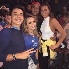 Larissa Manoela e Thomaz Costa juntos? Bruna Marquezine e Neymar aparecem com ex-casal em foto!