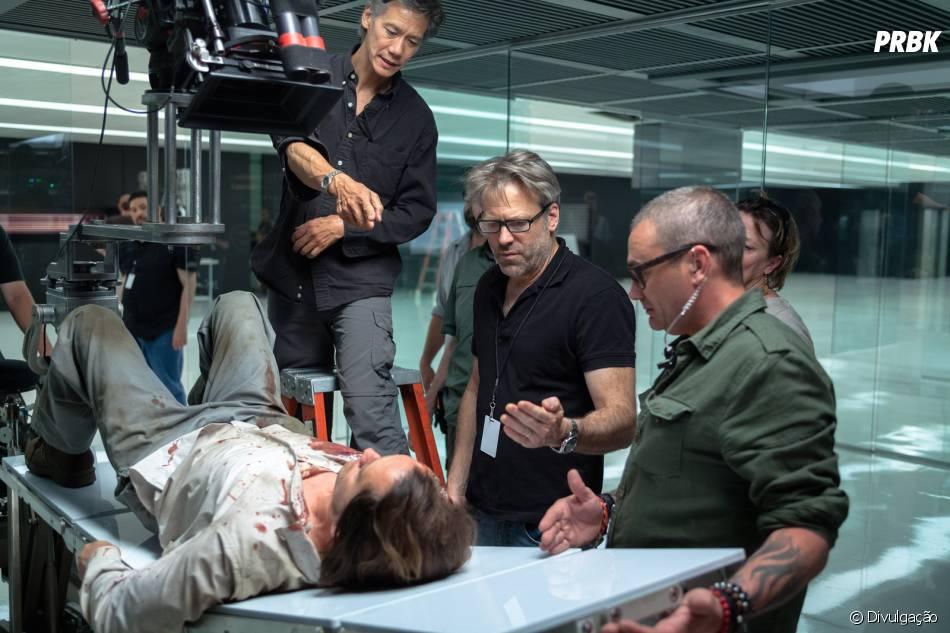 """Ao centro, Wally Pfister dirige cena de """"Transcendence - A Revolução"""""""