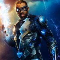 DC Comics e CW fecham acordo e série sobre Raio Negro ganha temporada completa!