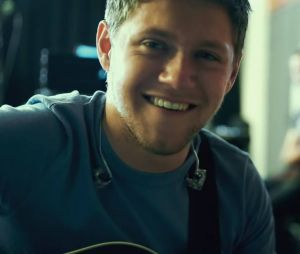 "Niall Horan, do One Direction, lança clipe de ""Slow Hands""! Confira"