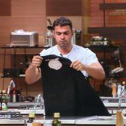 """No """"MasterChef Brasil"""": Fernando é eliminado e emociona Carossella!"""