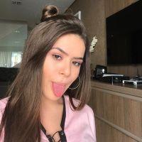 Maisa Silva cria playlists com Anitta, MC Livinho, Selena Gomez e bomba na internet!