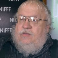 "Autor de ""Game of Thrones"", George R. R. Martin manda fãs se ferrarem"