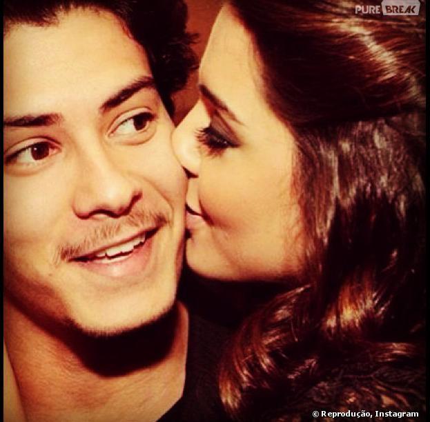 """Giovanna Lancellotti e Arthur Aguiar terminaram o namoro, de acordo com o colunista do jornal """"O Dia"""", Leo Dias"""