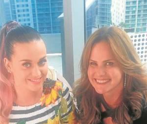 """Katy Perry deu uma entrevista para Renata Ceribelli, a repórter do """"Fantástico"""""""