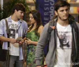 """André (Bruno Gissoni) quase perdeu Bárbara (Polliana Aleixo) para Lucas (Bernardo Dugin) na história de """"Em Família"""""""