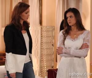 """Na trama de """"Em Família"""", Helena (Julia Lemmertz) tentou convencer Luiza (Bruna Marquezine) a não se casar com Laerte (Gabriel Braga Nunes)"""