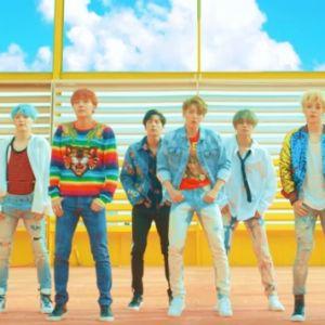 """BTS lança álbum """"Love Yourself: Her"""" e clipe de """"DNA"""""""