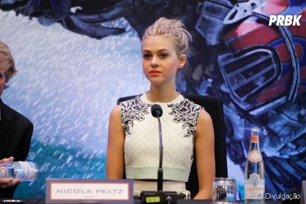 """Nicola Peltz durante entrevista coletiva de """"Transformers 4"""""""