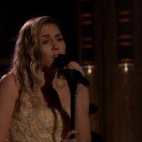 """Miley Cyrus canta """"The Climb"""" em homenagem às vítimas do atentado em Los Angeles!"""
