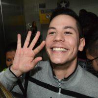 """Christian Chavez, ex """"RBD"""", causa tumulto em aeroporto ao chegar no Brasil"""