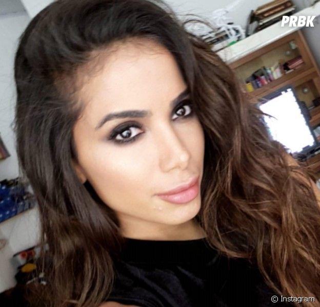 Anitta aparece com visual diferente nas redes sociais!