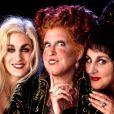 """Sarah Jessica Parker, Bette Midler e Kathy Najimy foram três irmãs bruxas em """"Abracadabra"""", um clássico da """"Sessão da Tarde"""""""